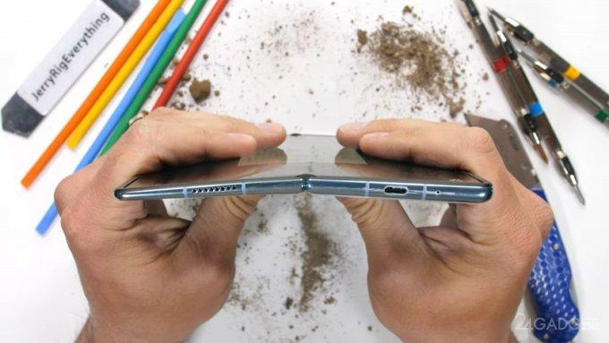 Huawei Mate X2 оказался самым прочным среди складных смартфонов (видео)