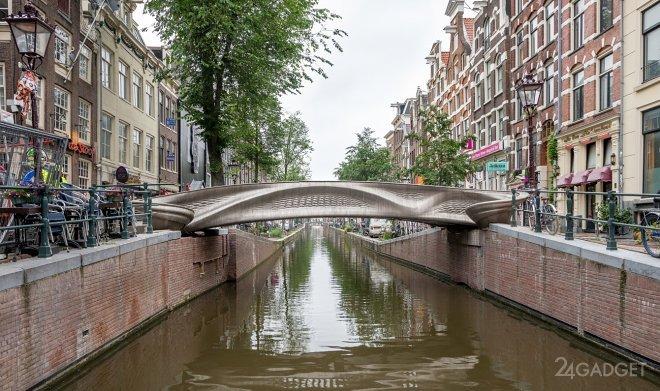 Первый в мире нержавеющий мост напечатан на 3D принтере и установлен в Амстердаме