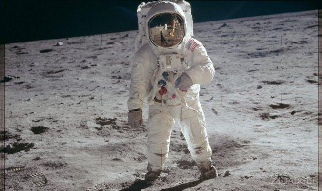 Художник получил панорамное изображение Луны, увиденное астронавтом Баззом Олдрином