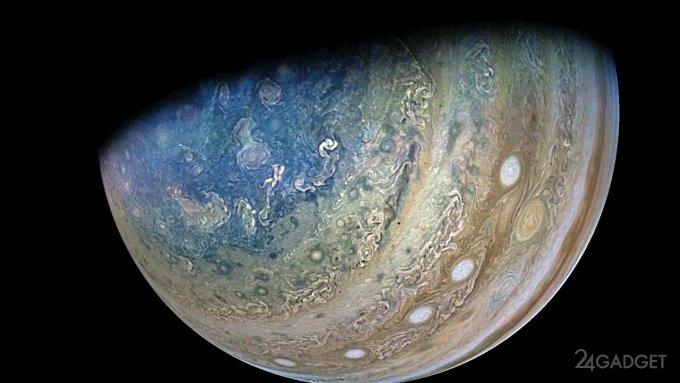 Опубликовано видео облета аппаратом «Юнона» Юпитера и его спутника Ганимеда