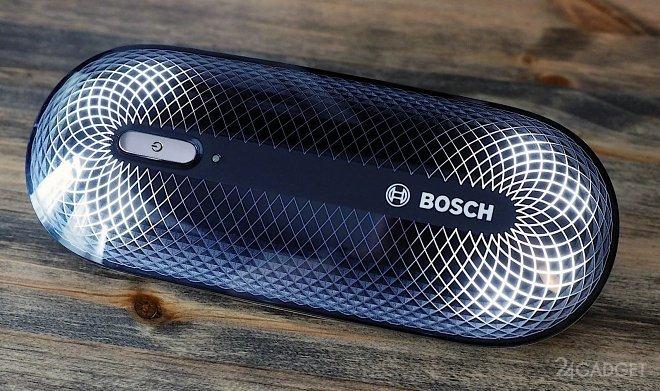 Компактный гаджет Bosch FreshUp очистит одежду от запахов (2 фото)