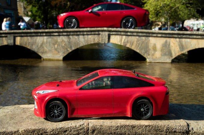 Представлена компактная копия водородного автомобиля Toyota Mirai